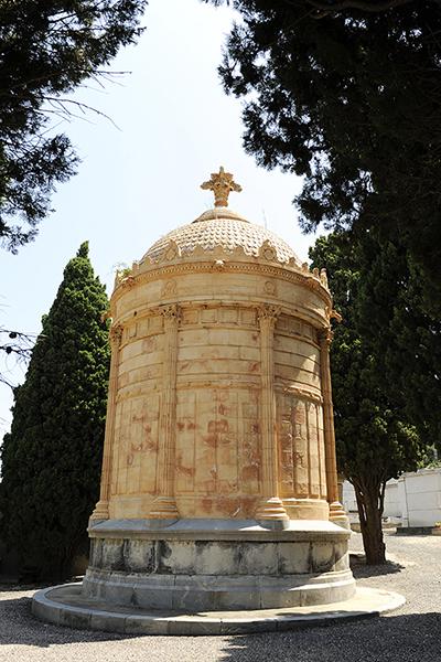 Le mausolée d'Auguste Estrade.